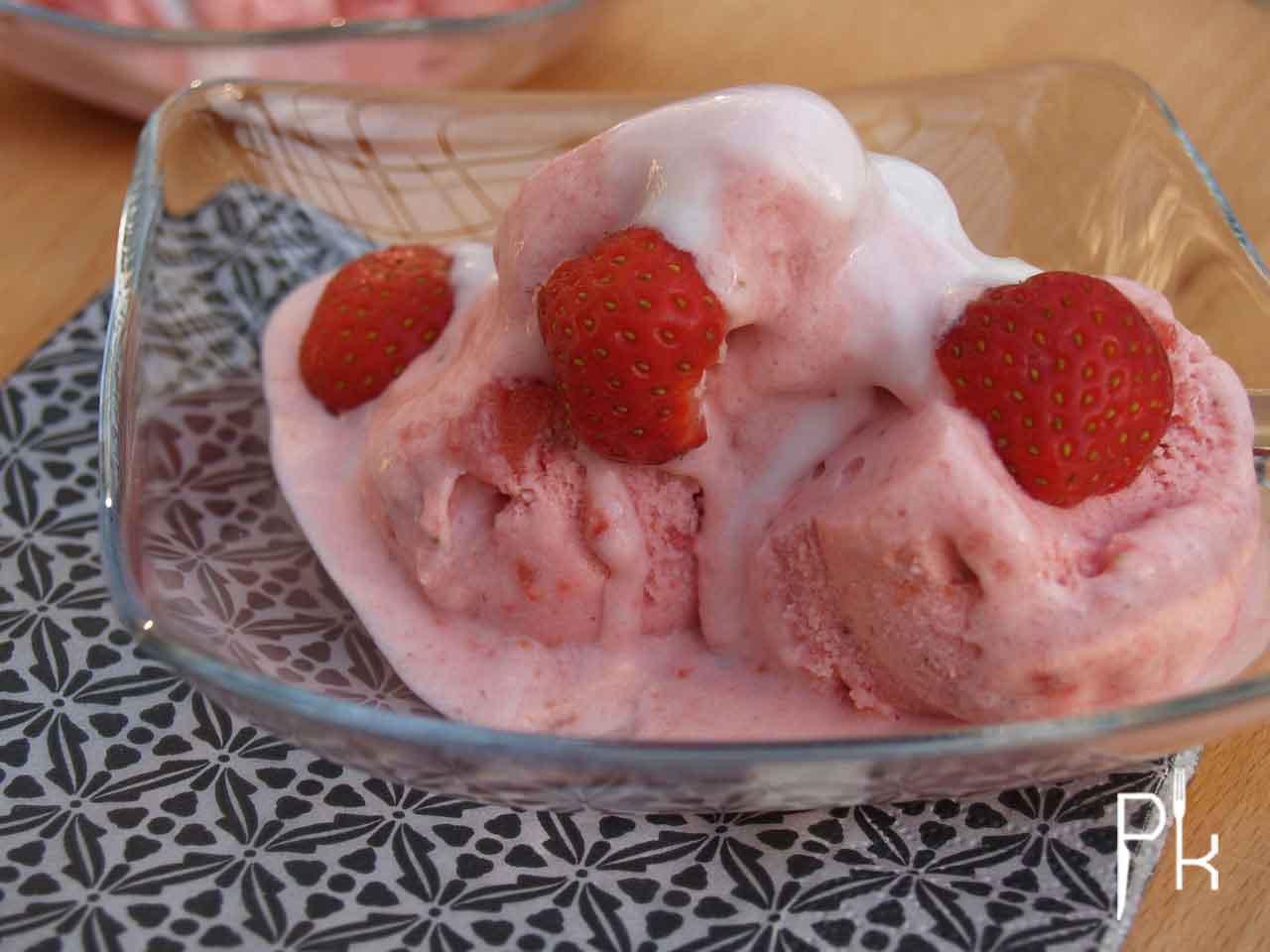 aardbeien yoghurt ijs