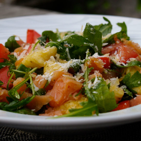 gnocchi met rucola, zalm en tomaat