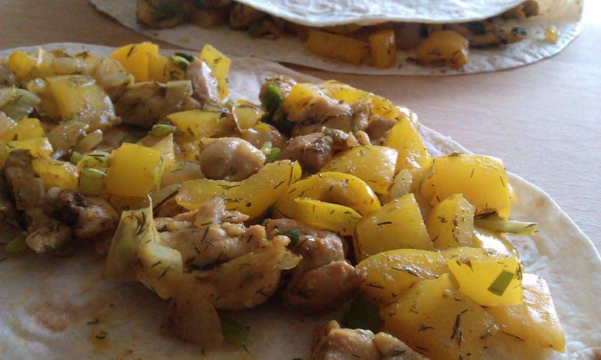 wrap met kip en kerriesaus