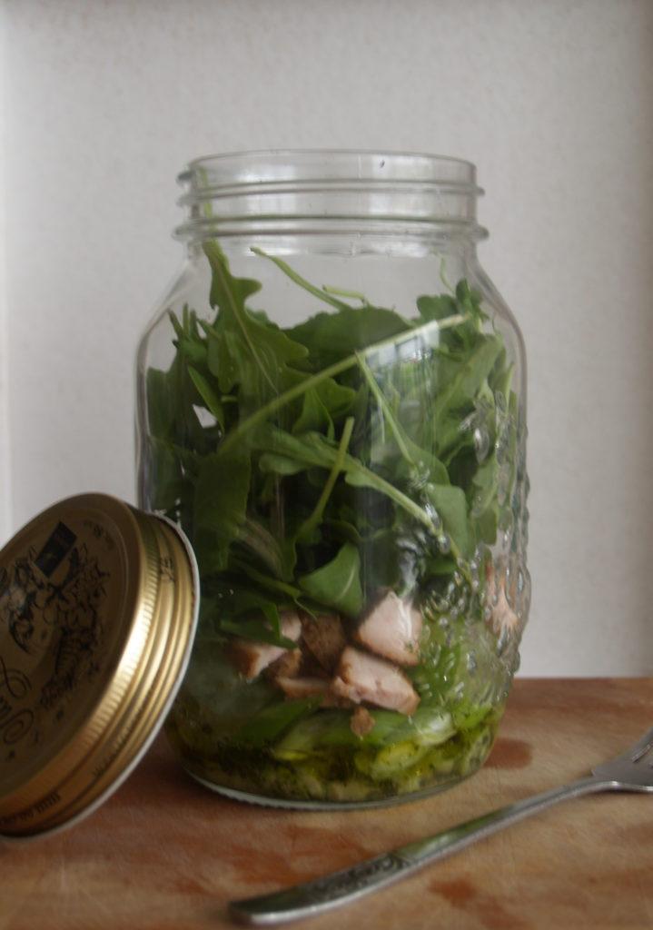 salade in een pot