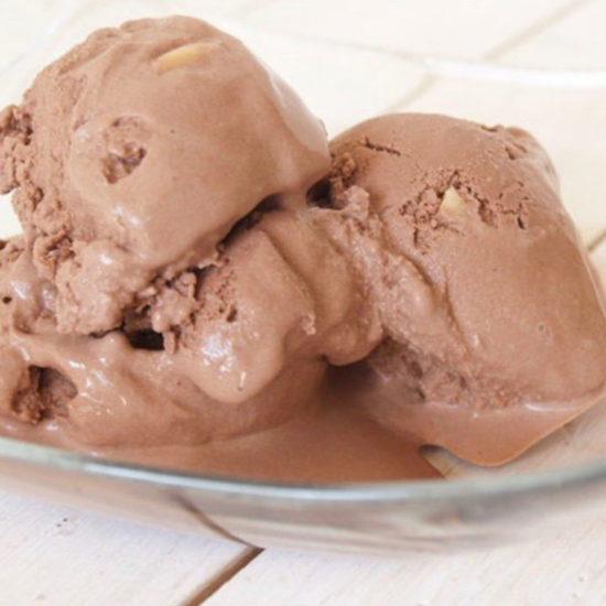 chocolade ijs met amandelen